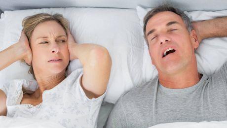 De ce bărbații sforăie mai mult decât femeile?