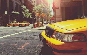"""De ce taxiurile sunt galbene? De unde vine denumirea de """"taxi""""?"""