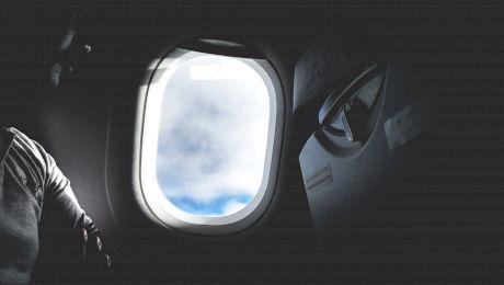 De ce se închid luminile și se ridică parasolarele când decolează avionul?