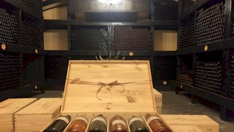 Ce înseamnă DOC la vinuri? De unde vine obiceiul de a ciocni paharele de vin?