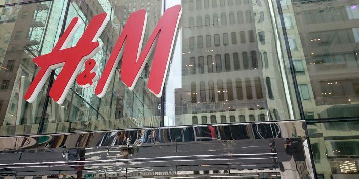 De la ce vin inițialele H and M?