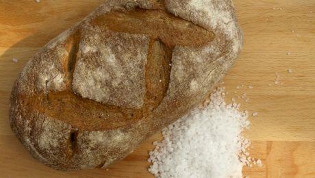 De unde vine obiceiul să primim oaspeții cu pâine și sare?