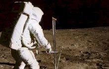 De ce urma pasului lui Neil Armstrong de pe Lună este diferită de cizma sa?