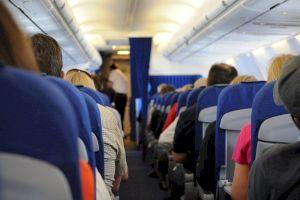 De ce aplaudă românii la aterizarea avionului? Știați că piloții nici nu aud aplauzele?