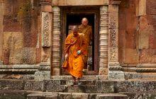 Pot călugării tibetani să stea pe un ou fără să-l spargă?
