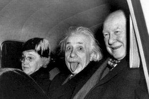 De ce a scos Einstein limba în celebra poză cu marele fizician?