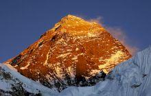 Cine a fost primul român care a urcat pe Everest?