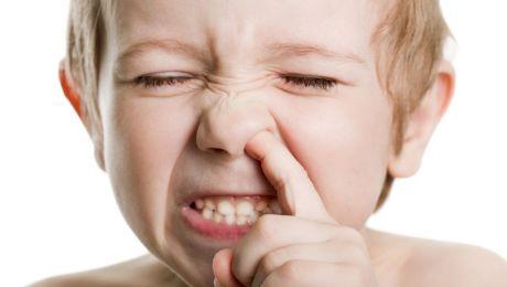 Ce riști să pățești dacă îți mănânci mucoasa nazală?