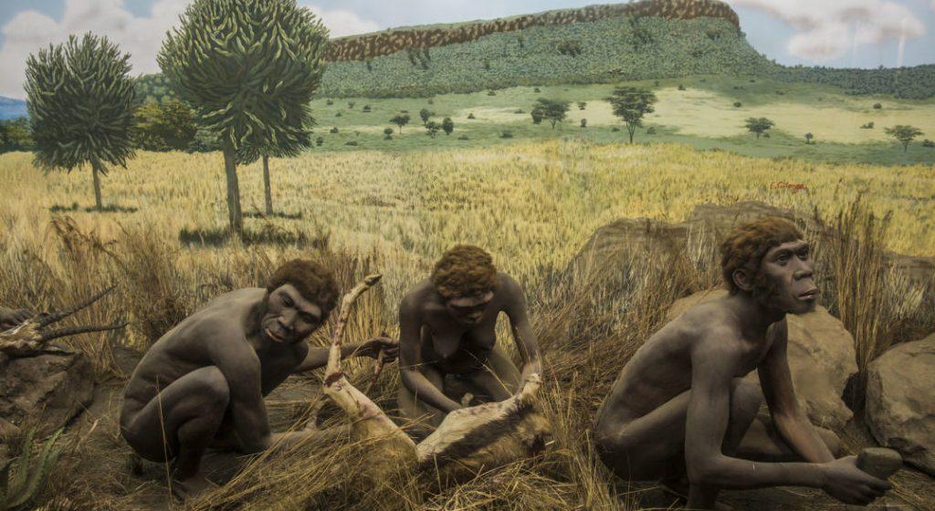 Acum zeci de mii de ani, oamenii din Africa vânau goi