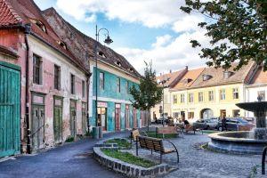 Cum arată cea mai veche casă din România? E de vânzare și are 600 de ani