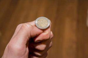Ce șanse sunt ca o monedă să cadă pe cant? De unde vine obiceiul aruncării monedei?