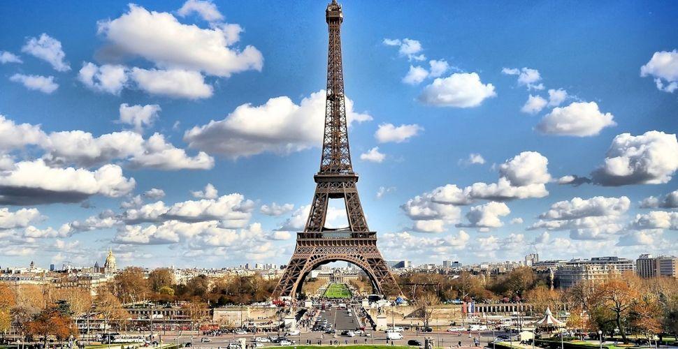 """E adevărat că pe fiecare piesă a Turnului Eiffel scrie """"Made in ..."""