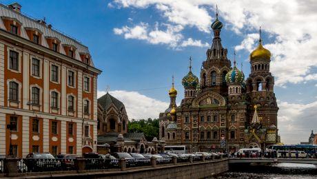 S-a născut în Sankt Petersburg, a mers la școală în Petrograd, s-a căsătorit în Leningrad și a murit în Sankt Petersburg fără să schimbe orașul. Cum e posibil?