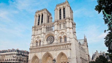 """E adevărat că turnurile """"gemene"""" ce aparțin catedralei Notre Dame din Paris nu sunt chiar """"gemene""""?"""