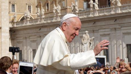 Este adevărat că Papa Francisc respiră doar cu un plămân? Cum arăta Papa Francisc în tinerețe?