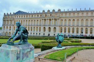 De ce Palatul Versailles a fost construit fără WC-uri?