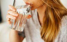 Ce se întâmplă dacă bei dimineața un pahar de apă pe stomacul gol?