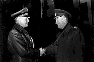 """E adevărat că o țigăncușă i-a prezis lui Ion Antonescu: """"Vei fi mare, dar vei sfârși pe eșafod!""""?"""