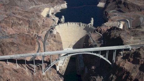 Cum arată barajul unde cimentul se va întări complet abia peste 125 de ani?