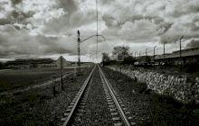 De ce există pietre pe calea ferată? Care este rolul lor?