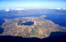 E adevărat că există o insulă cu un lac, ce conține o insulă cu un lac, ce conține o insulă cu… un lac?
