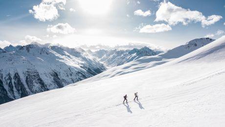 Care este originea verbului a schia? Ce înseamnă, de fapt, schi?