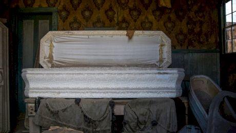 De ce în unele regiuni din România i se face nuntă mortului înainte de înhumare?