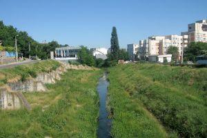 Care este singurul râu din România care curge de la sud la nord?