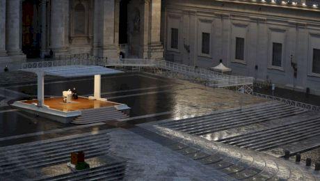 """Ce este rugăciunea """"Urbi et Orbi"""" pe care Papa a rostit-o pentru a ne proteja de coronavirus?"""