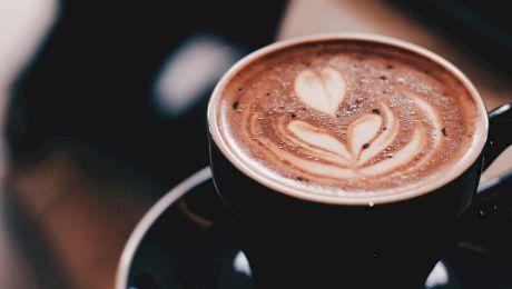 Cât de sănătoasă este cafeaua? Beneficii și riscuri