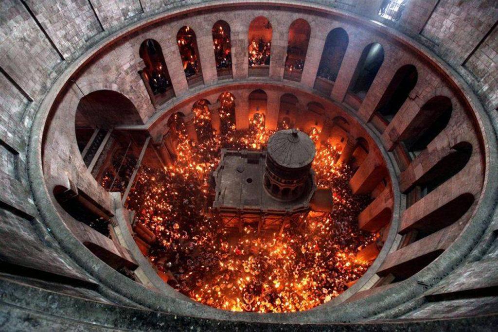Cum se aprinde Lumina Sfântă la Ierusalim?