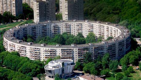 De ce au fost construite astfel blocurile circulare din Rusia?