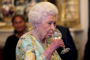 E adevărat că Regina Elisabeta a Marii Britanii bea doar vin românesc?