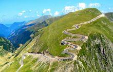 Care e singurul munte din România a cărui creastă poate fi parcursă cu mașina în totalitate?