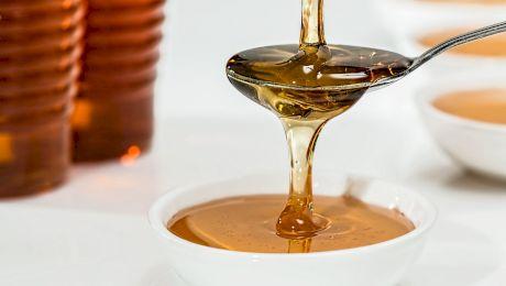 De ce se zaharisește mierea? Cum știi dacă este naturală sau contrafăcută?