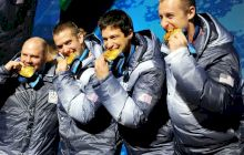 De ce își mușcă olimpicii medaliile de aur?