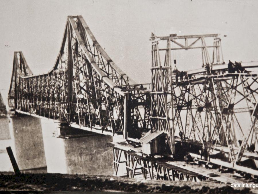 Cum se numește primul pod din Paris. Poduri la Paris