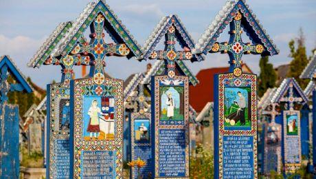 Care sunt cele mai amuzante mesaje din Cimitirul Vesel de la Săpânța?
