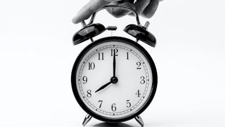 Este adevărat că dacă te uiți la ceas la oră fixă înseamnă că persoana dragă te iubește? Ce înseamnă FIECARE ORĂ?