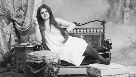 E adevărat că prostituția a fost legală în România? Cum arătau damele de companie de acum 100 de ani?