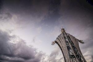 Este adevărat că în România se află cea mai mare statuie a lui Iisus din Europa de Est?