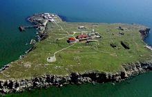 Care e povestea Farului din Insula Șerpilor și a gardienilor săi?