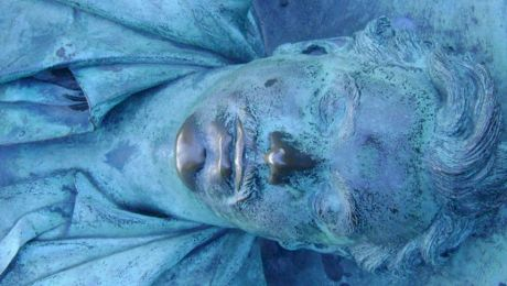 Mormântul unui necunoscut este cel mai vizitat din Paris. Care e tradiția obscenă pentru care oamenii vin?