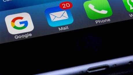Cum se pune virgula corect în introducerea din mailuri?