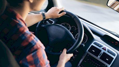 Ai voie să conduci în poligon dacă nu ai permis?