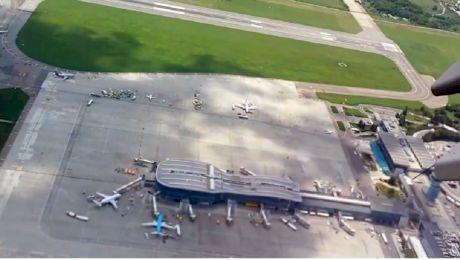 Este adevărat că pe aeroportul Otopeni există un terminal în formă de vioară?