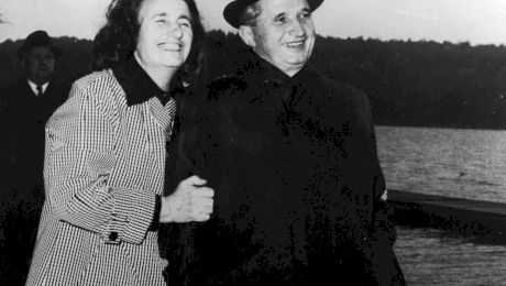 Ceaușescu și Elena, victimele a două atentate. Cum au scăpat ca prin urechile acului dictatorii?