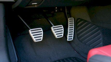 De ce este pedala de frână tare? Cum este afectată starea mașinii?