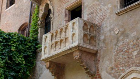 De ce balconul din Verona în care ar fi stat Julieta este o păcăleală?