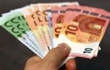 Care este singura țară din lume unde tinerii nu au ținut niciodată în mână o bancnotă?